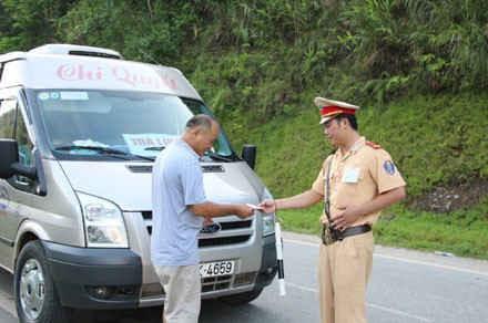 Tham gia giao thông được sử dụng bản sao chứng thực Giấy đăng ký phương tiện