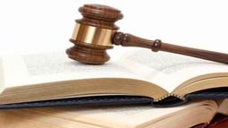 Tài liệu, chứng cứ gì người khởi kiện không phải gửi cho đương sự khác?